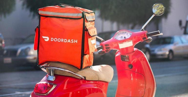 DoorDash_delivery_bag-moped.jpeg