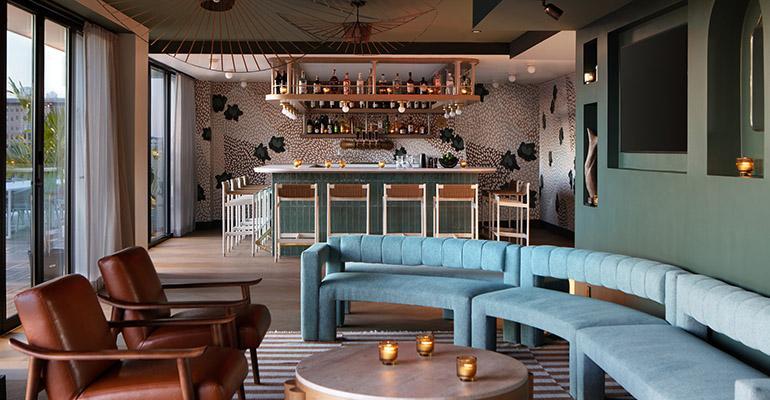 Lounge_Bar_1_2a.jpeg