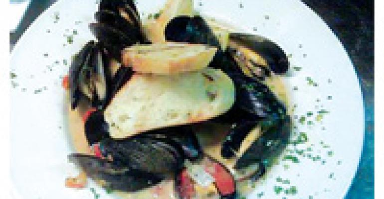 Steamed Mussels in White Wine Ginger Broth