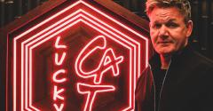 Gordon_Ramsey_and_neon_Lucky_Cat_sign.jpg