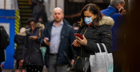 new-york-coronavirus-in-the-subway-station.jpg