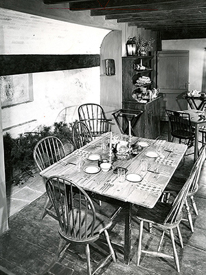 white-horse-tavern-1708-dining_room.jpg